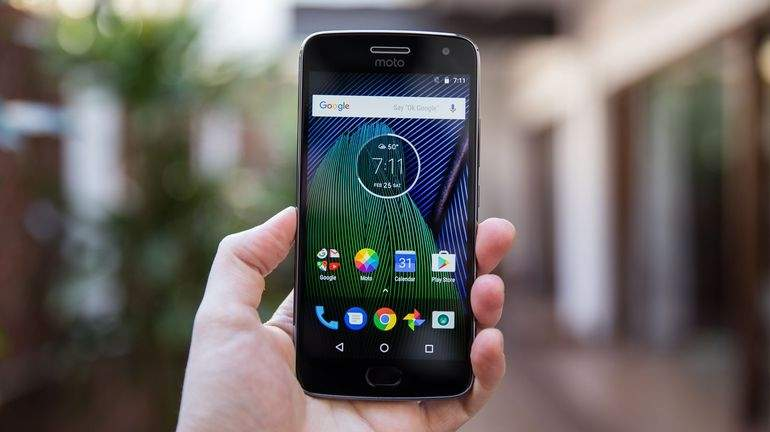Jaki tani smartfon do 500 zł kupić?